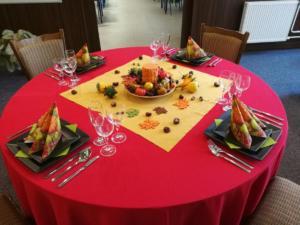 Slavnostní stolování