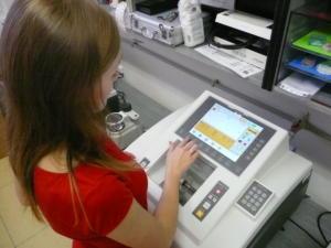 Zadání tvaru brýlové čočky na bezšablonovém automatu